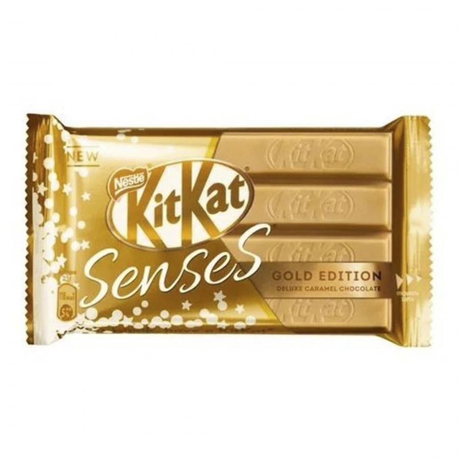 Фото - Шоколад KitKat Senses Gold Edition Deluxe Caramel 112 г шоколад kitkat senses gold edition deluxe caramel and white chocolate белый и молочный с вафлей 112 г