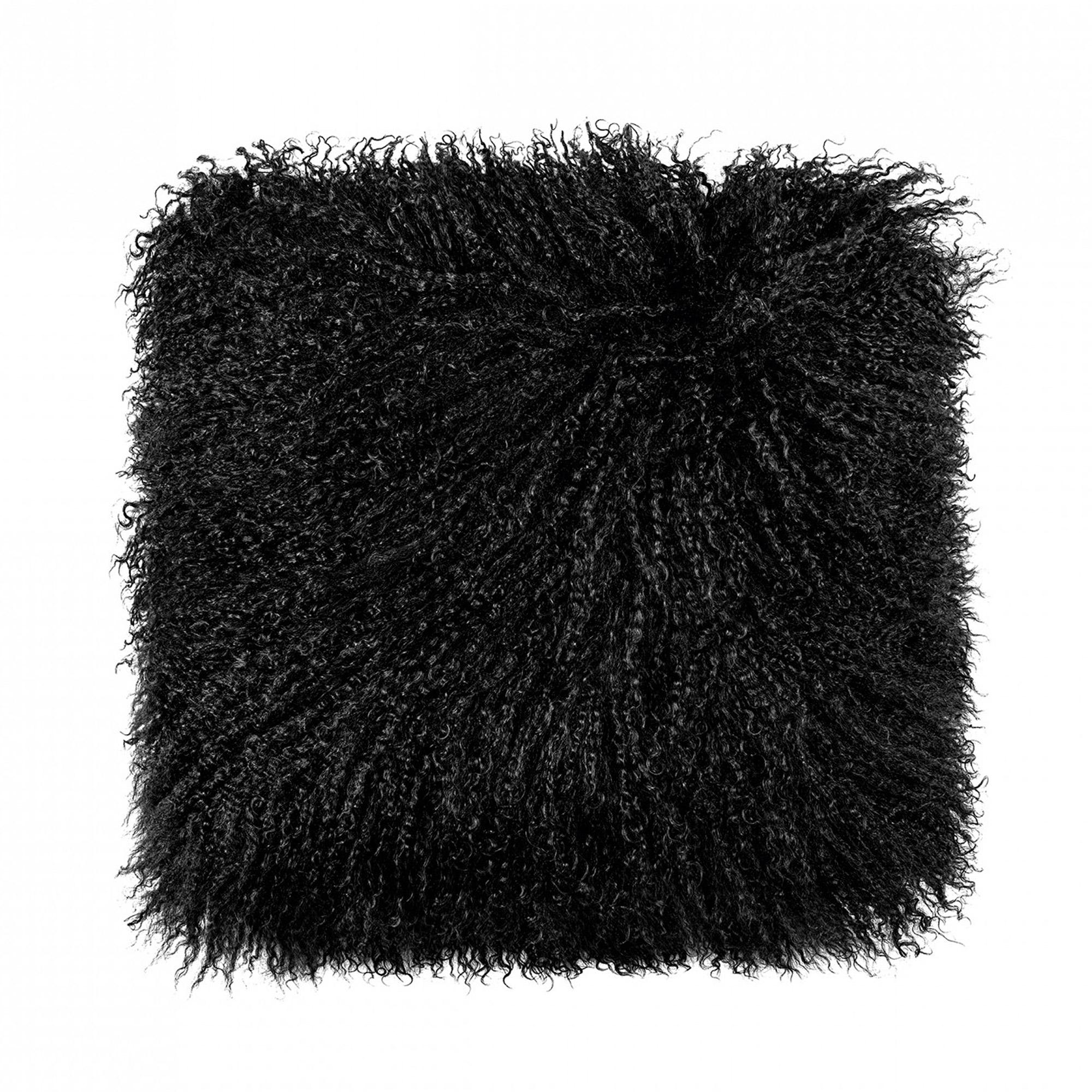 Подушка декоративная Togas Нордик меховая черная 40x40